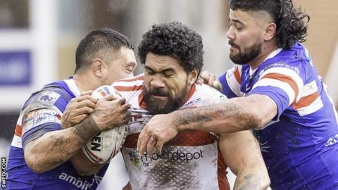 Mose Masoe tries to break through two challenges