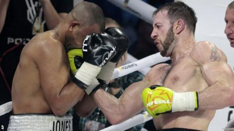 Enzo Maccarinelli in action against Roy Jones Jr