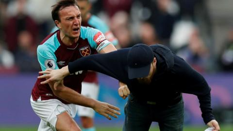 Wets Ham captain Mark Noble clashes with fan