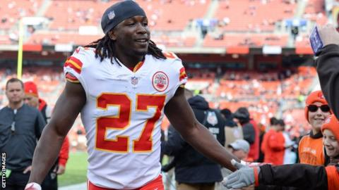Video shows fight at Cleveland hotel involving Chiefs running back Kareem Hunt