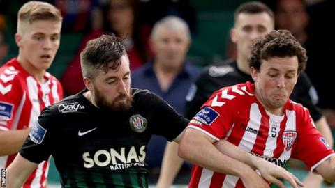 Mark Salmon of Bray Wanderers competes against Derry's Barry McNamee