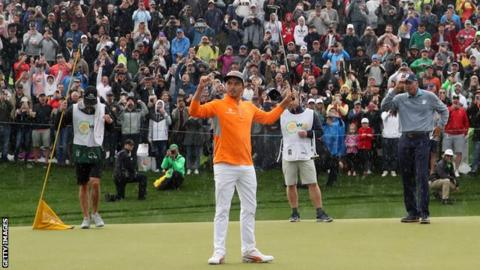 Rickie Fowler hangs on to win Phoenix Open by two strokes