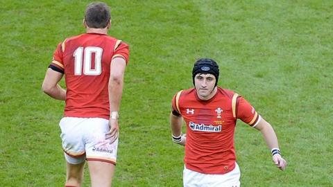 Sam Davies replaces Dan Biggar