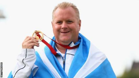 Darren Burnett with his Commonwealth Games gold medal in 2014