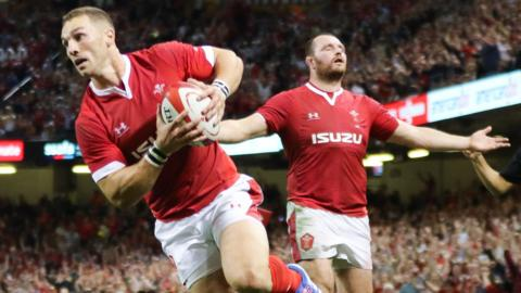 George North scores Wales' first try