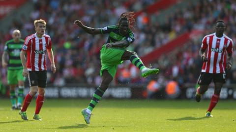 Eder of Swansea City shoots at goal during a match between Southampton and Swansea City