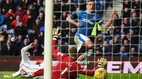 Lee Wallace scores