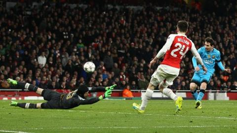 Lionel Messi puts Barcelona in front at Arsenal