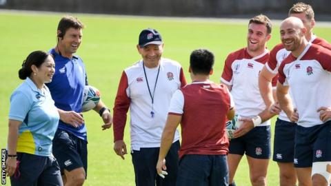 Mako Vunipola Eddie Jones talks during training