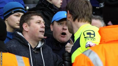 Roy Carroll confronted by fans