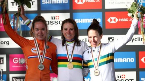 Annemiek van Vleuten wins World Championship with 100km solo attack