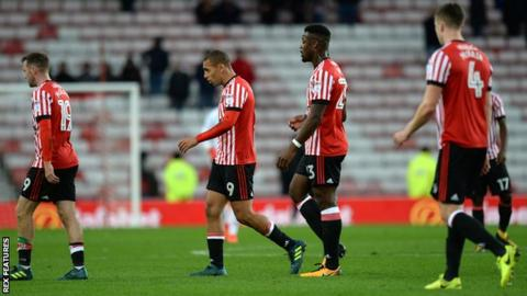 Sunderland players trudge away from the defeat by Bristol City.