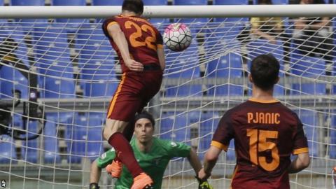 Stephan El Shaarawy heads a goal