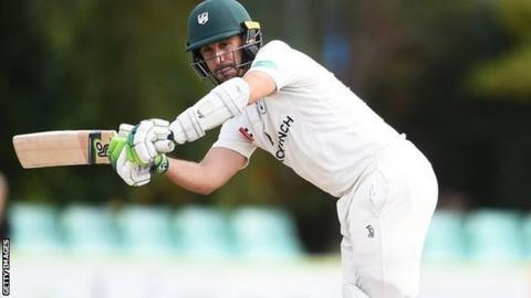 Daryl Mitchell: Worcestershire opener extends deal until 2021