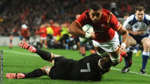 Taulupe Faletau scores for Wales