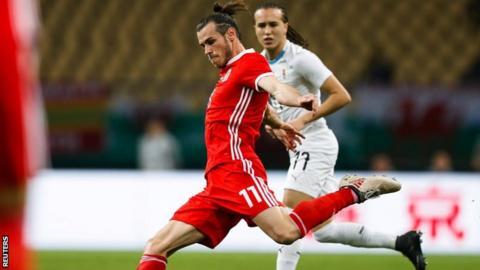 Gareth Bale attempts a shot