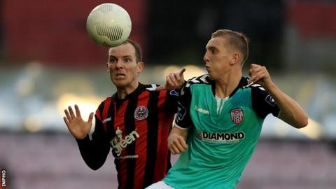 Derek Pender and Ronan Curtis in action at Dalymount Park
