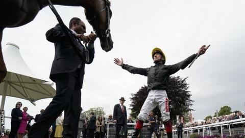 Dettori and Stradivarius have now won their last six races