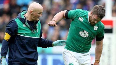 Sean O'Brien pulled up after 20 minutes of Ireland's Six Nations game against France in February