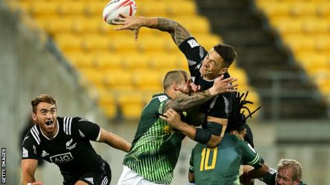 Sonny Bill Williams offloads to Joe Webber