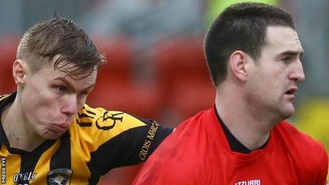 Oisin O'Neill of Crosmaglen closes in on Kilcoo keeper Stephen Kane