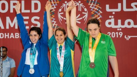 L-R: Carolina Pita, Alicia Martino and Emma Carlisle celebrate their medals