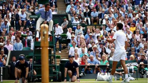 Damian Steiner talks to Novak Djokovic during the Wimbledon final
