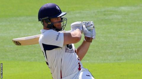 Opener Sean Dickson's 39 gave Kent a fine start in their second-innings run chase