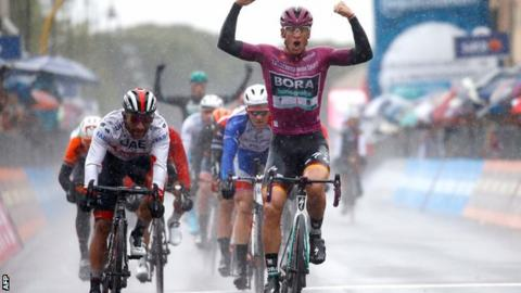 Pascal Ackermann wins stage five