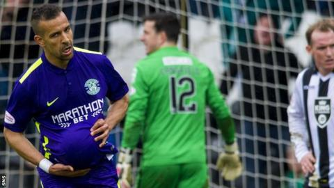 Farid El Alagui celebrates scoring for Hibs