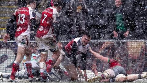 Jacob Stockdale scored the only try of the first half at Twickenham Stoop