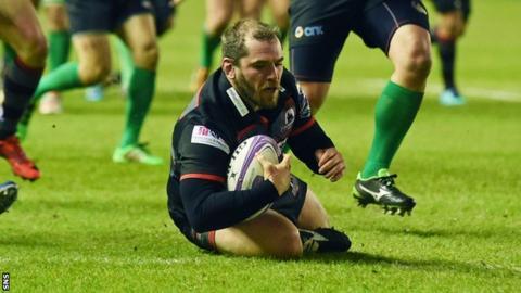Neil Cochrane scores a try for Edinburgh