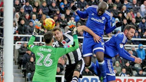 Sol Bamba goes close with a header for Cardiff