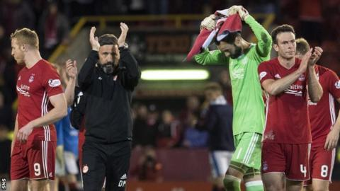 Aberdeen manager Derek McInnes and his player applause the fans at full-time