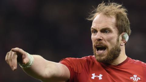 Alun Wyn Jones makes a point