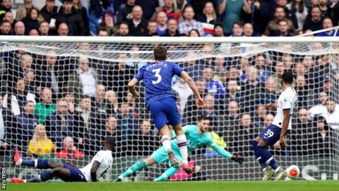 Marcos Alonso scores