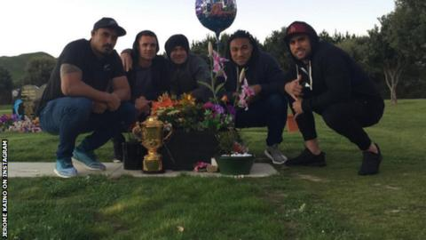 Jerome Kaino, Dan Carter, Sonny Bill Williams, Ma'a Nonu and Liam Messam visit Jerry Collins' grave