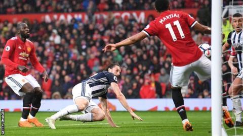 Manchester City clinch Premier League title