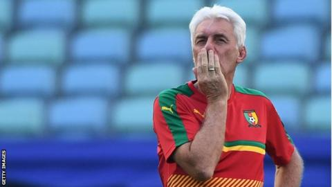 The Cameroon federation ask for an end to coach Hugo Broos' contract