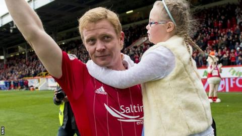 Barry Robson says goodbye to the Aberdeen fans