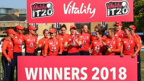 England women's cricket side celebrate with the trophy after winning the Twenty20 tri-series