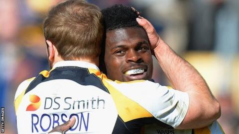 Christian Wade is congratulated by team-mate Dan Robson after try number four at Sixways