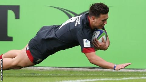 Dewi Cross dives over for Wales