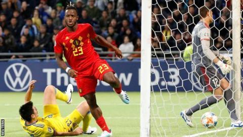 Michy Batshuayi scores Belgium's opener