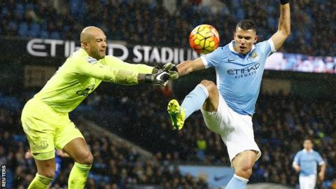 Tim Howard saves from Sergio Aguero