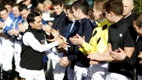 Silvestre de Sousa honoured by fellow jockeys at Ascot in 2017