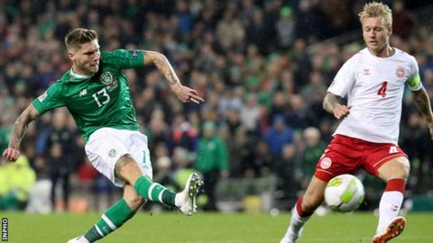Jeff Hendrick fires his glorious chance wide in the controversial first-half incident