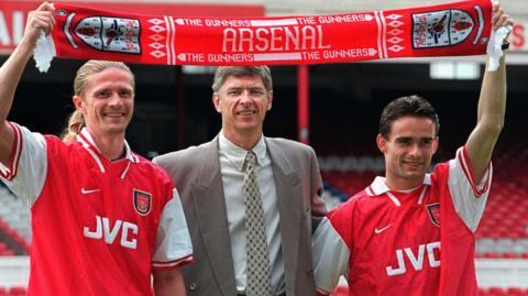 Arsene Wenger (centre)