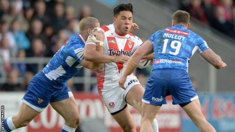 Andre Savelio of St Helens being tackled