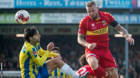 Thomas Verheydt rises to meet a header with Go Ahead Eagles against Waalwijk